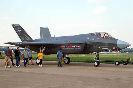F-35 underneath W445