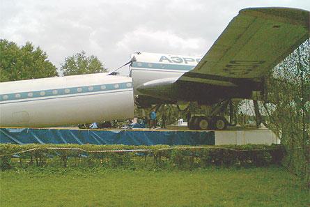 Tu-114 break-up 02 W445